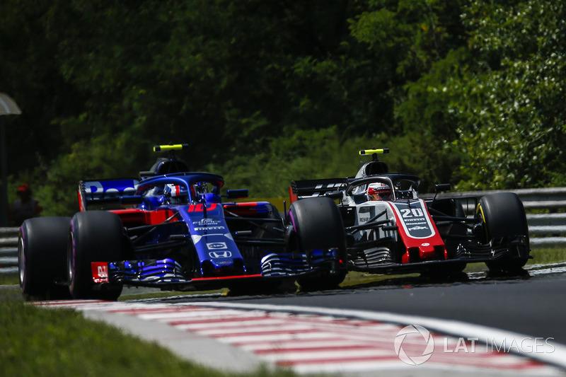 Пьер Гасли, Scuderia Toro Rosso STR13 и Кевин Магнуссен, Haas F1 Team VF-18