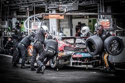 Pit stop, #58 Garage 59 McLaren 650 S GT3: Côme Ledogar, Ben Barnicoat, Olivier Pla