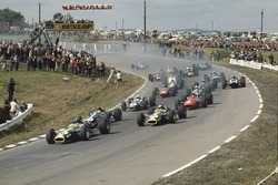 Start: Graham Hill, Lotus 49; Dan Gurney, Eagle T1G; Jim Clark, Lotus 49; Chris Amon, Ferrari 312
