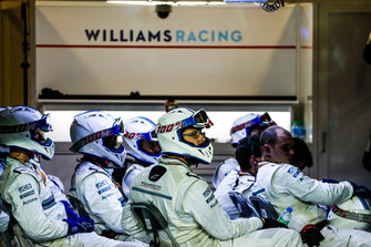 Pit crew Williams nel garage