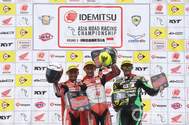 Podium Race 2 AP250 ARRC Sentul 2018: Rheza Danica dan Awhin Sanjaya, Astra Honda Racing Team, AM Fadly, Manual Tech KYT Kawasaki Racing