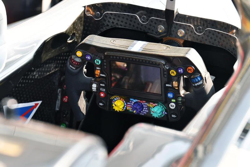 Volant de la Mercedes AMG F1 W09