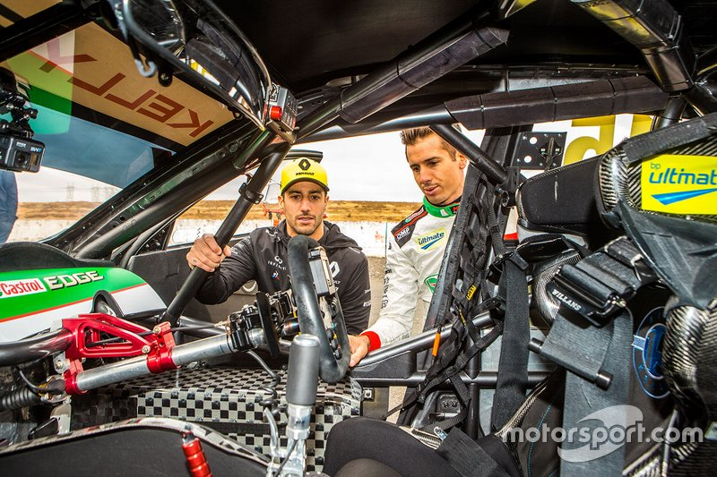 Рик Келли (Kelly Racing) и Даниэль Риккардо (Renault F1 Team)