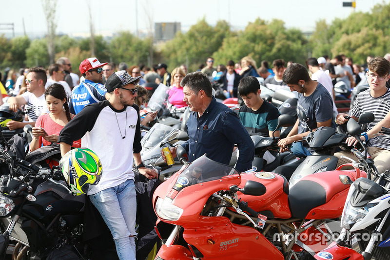 Motorcycle fans