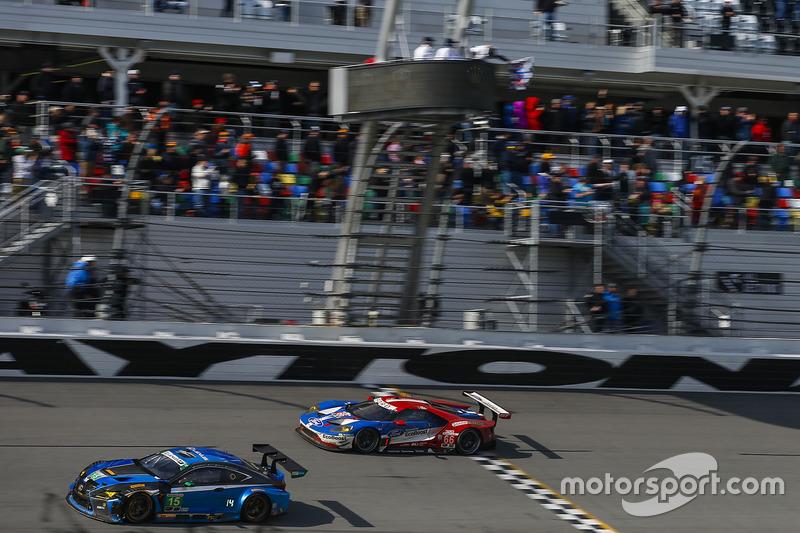 #66 Ford Performance Chip Ganassi Racing Ford GT: Joey Hand, Dirk Müller, Sébastien Bourdais se lleva la bandera a cuadros