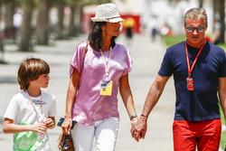 David Coulthard, comentarista, canal 4 F1, con su familia