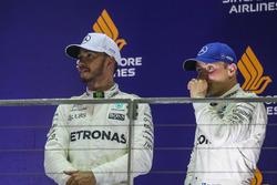 Подиум: победитель Льюис Хэмилтон, третье место – Валттери Боттас, Mercedes AMG F1