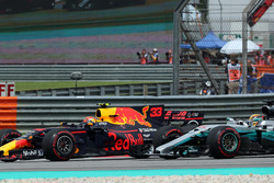 Max Verstappen, Red Bull Racing RB13 and Lewis Hamilton, Mercedes-Benz F1 W08