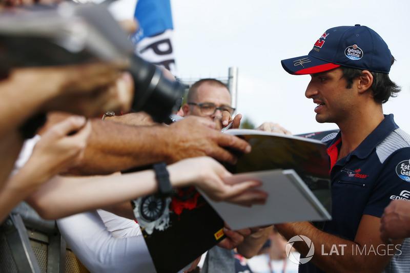 Carlos Sainz Jr., Scuderia Toro Rosso, signs autographs for fans