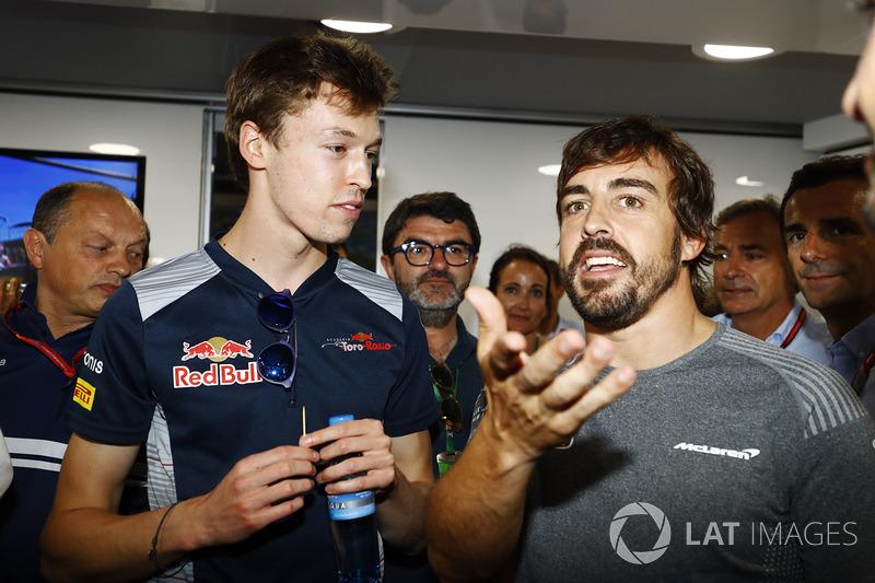 En el cumpleaños 36 de Fernando Alonso, McLaren, Frederic Vasseur, director del equipo Sauber, Daniil Kvyat, Scuderia Toro Rosso, Fernando Alonso, McLaren, Carlos Sainz, Pedro de la Rosa