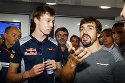 La fête pour les 36 ans de Fernando Alonso, McLaren, Frederic Vasseur,Team Principal Sauber, Daniil Kvyat, Scuderia Toro Rosso, Fernando Alonso, McLaren, Carlos Sainz, Pedro de la Rosa