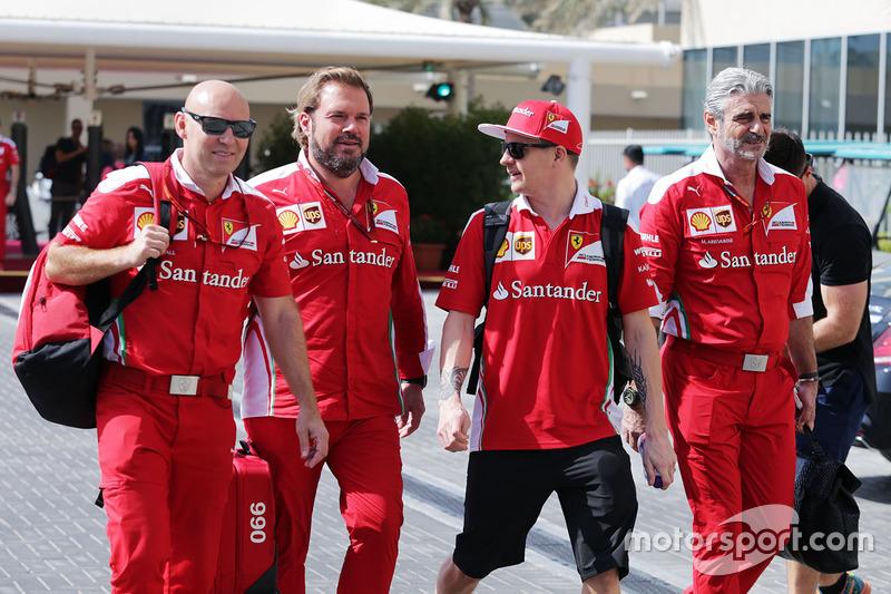 Marca Arnall, Personal Trainer con Gino Rosato, Ferrari; Kimi Raikkonen, de Ferrari. y Maurizio Arrivabene, director del equipo Ferrari