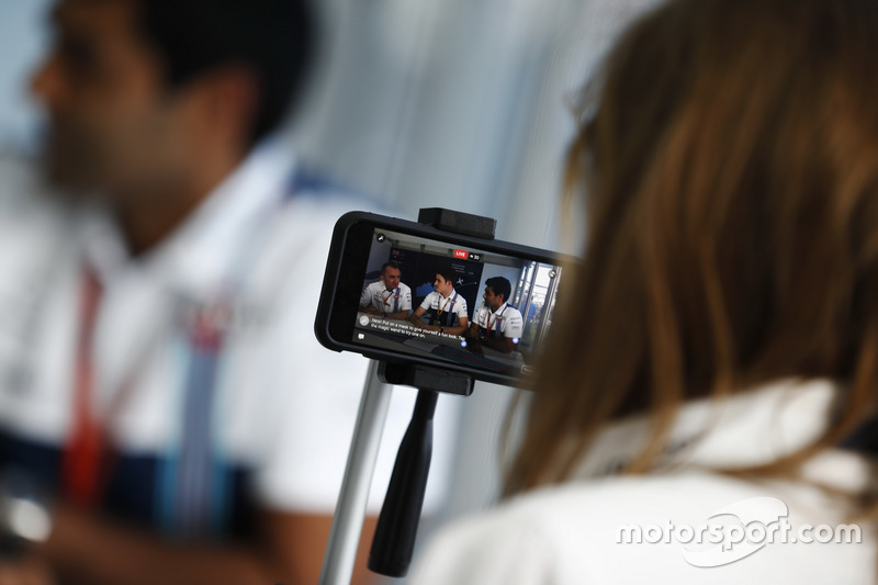 Paddy Lowe, Williams, mit Paul di Resta und Karun Chandhok