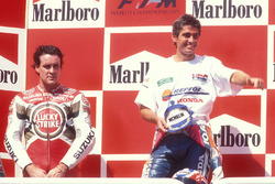 Podio: il vincitore Mick Doohan, Honda, il secondo classificato Daryl Beattie, Suzuki