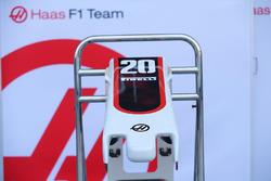 Haas F1 Team VF-17 neus en voorvleugel