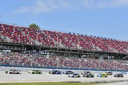 Ryan Newman, Richard Childress Racing Chevrolet and Dale Earnhardt Jr., Hendrick Motorsports Chevrolet