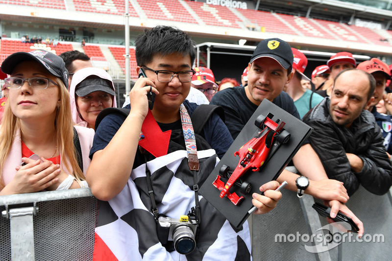 Fan and Ferrari model car