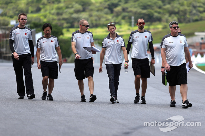 Romain Grosjean, Haas F1 Team walks the circuit with the team