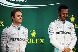 Подіум (зліва направо): друге місце Ніко Росберга, Mercedes AMG F1, разом із товаришем по команді та