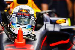The helmet of Daniel Ricciardo, Red Bull Racing RB13, a rain cloud on the visor