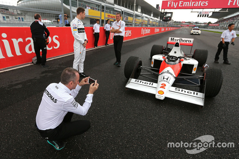 Paddy Lowe, Mercedes AMG F1 Executive Director, Stoffel Vandoorne, third driver, McLaren F1 Team drives the 1989 McLaren MP4/5 of Alain Prost