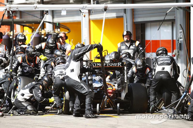 Nico Hulkenberg, Sahara Force India F1 VJM09 fa un pit stop