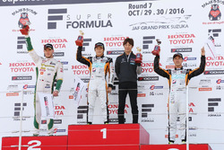 スーパーフォーミュラ最終戦レース1表彰台