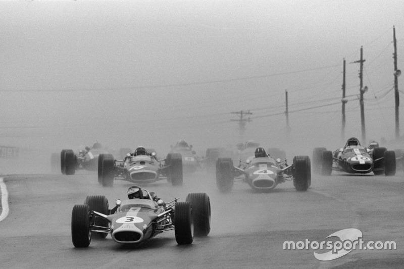 Grand Prix du Canada 1967 : Jim Clark, Lotus 49, en tête au départ