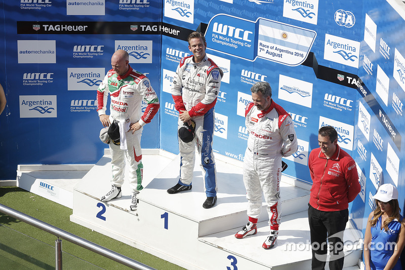 Podium: winner Tom Chilton, Sébastien Loeb Racing, second place Rob Huff, Honda Racing Team JAS, thi