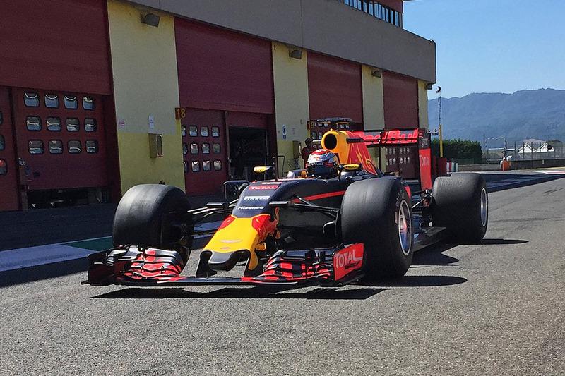 Sébastien Buemi, Red Bull Racing, testa le nuove gomme Pirelli 2017