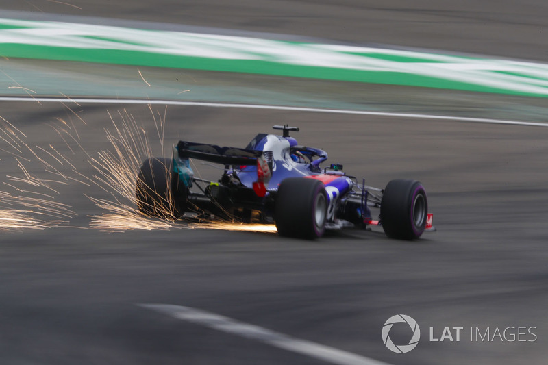 Sparks fly from the car of Brendon Hartley, Toro Rosso STR13 Honda