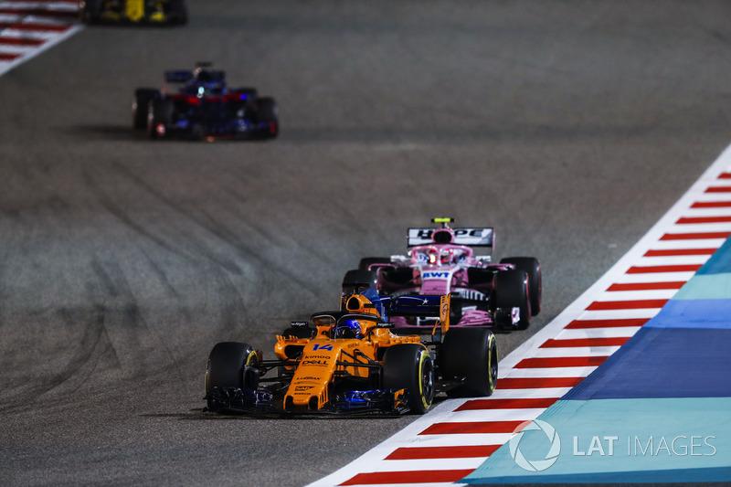 Fernando Alonso, McLaren MCL33 Renault, Esteban Ocon, Force India VJM11 Mercedes, Brendon Hartley, Toro Rosso STR13 Honda