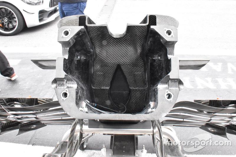 Sauber C37 neus detail