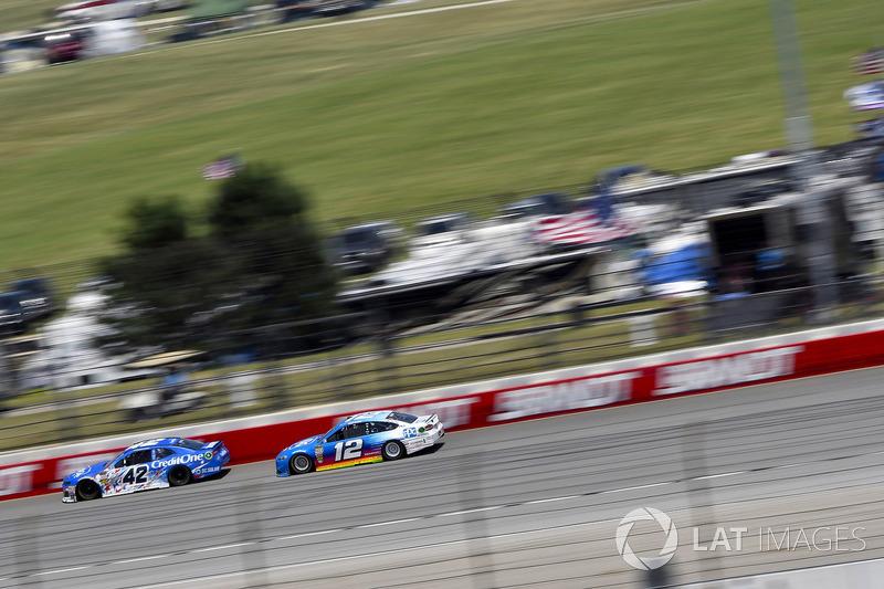 Kyle Larson, Chip Ganassi Racing, Chevrolet Camaro Credit One Bank e Ryan Blaney, Team Penske, Ford Fusion PPG