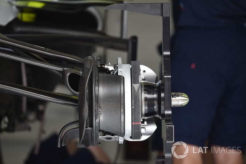 Williams FW41 front wheel hub detail