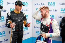 Andre Lotterer, Techeetah, talks to Sam Bird, DS Virgin Racing, in the media pen