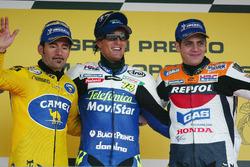 Podium: Winnaar Sete Gibernau, Honda, tweede Max Biaggi, Honda, derde Alex Barros, Repsol Honda
