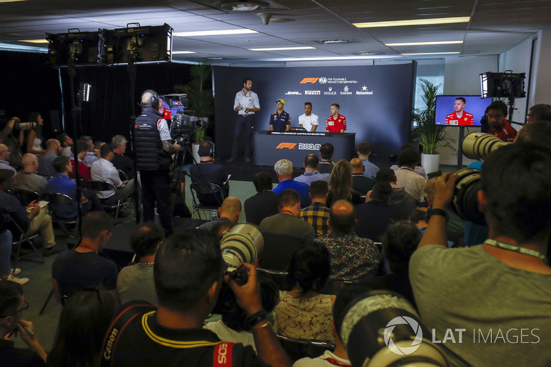 La conférence de presse avec Daniel Ricciardo, Red Bull Racing, Lewis Hamilton, Mercedes AMG F1, et Sebastian Vettel, Ferrari