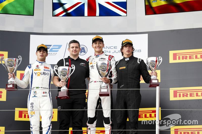 Podium : le deuxième Sergio Sette Camara, Carlin, le vainqueur George Russell, ART Grand Prix, le troisième (disqualifié) Roberto Merhi, MP Motorsport
