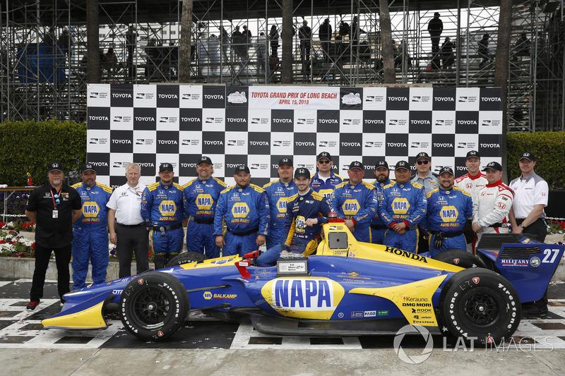 Alexander Rossi, Andretti Autosport Honda, et son équipe devant le podium