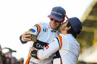 Fernando Alonso, McLaren besa a Stoffel Vandoorne, McLaren