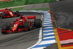 Sebastian Vettel, Ferrari SF71H, delante de Kimi Raikkonen, Ferrari SF71H