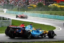 Fernando Alonso, Renault R26 alongside Felipe Massa, Ferrari 248 F1
