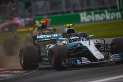 Valtteri Bottas, Mercedes AMG F1 W09, kicks up debris ahead of Max Verstappen, Red Bull Racing RB14