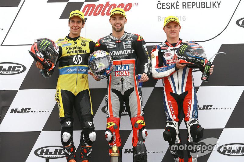 Podio: il vincitore della gara Jonas Folger, Dynavolt IntactGP, il secondo classificato Alex Rins, Paginas Amarillas HP 40, il terzo classificato Sam Lowes, Federal Oil Gresini Moto2