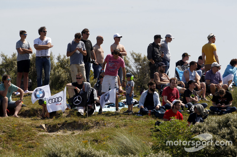 Fans in the dunes