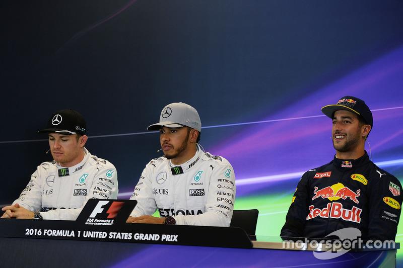 Polesitter Lewis Hamilton, Mercedes AMG F1; 2. Nico Rosberg, Mercedes AMG F1; 3. Daniel Ricciardo, Red Bull Racing