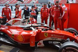 Kimi Raikkonen, Ferrari SF16-H con il cockpit system F1 Halo