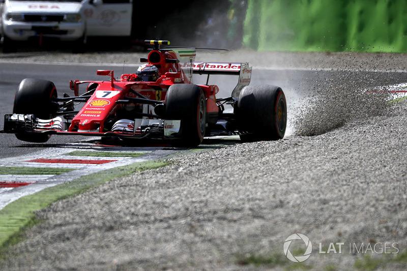 Кімі Райкконен, Ferrari SF70H, у гравії