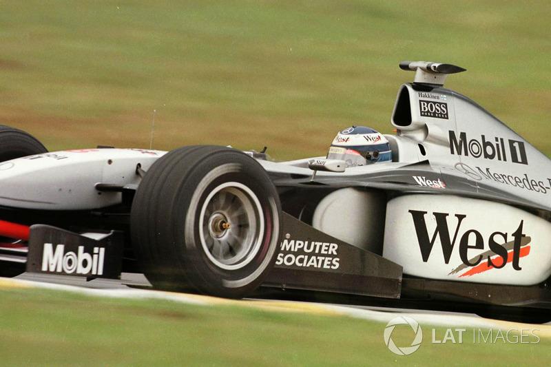 1998. Інтерлагос. Подіум: 1. Міка Хаккінен, McLaren MP4/13 Mercedes. 2. Девід Култхард, McLaren Mercedes. 3. Міхаель Шумахер, Ferrari